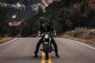 Cómo usar tu smartphone en la moto de forma legal