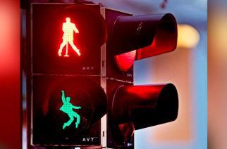 Elvis llega a las calles de Alemania para dirigir el tránsito