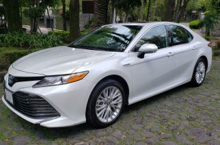 Gran confort, lujo y bajas emisiones: Toyota Camry Híbrido. ¡Lo probamos!