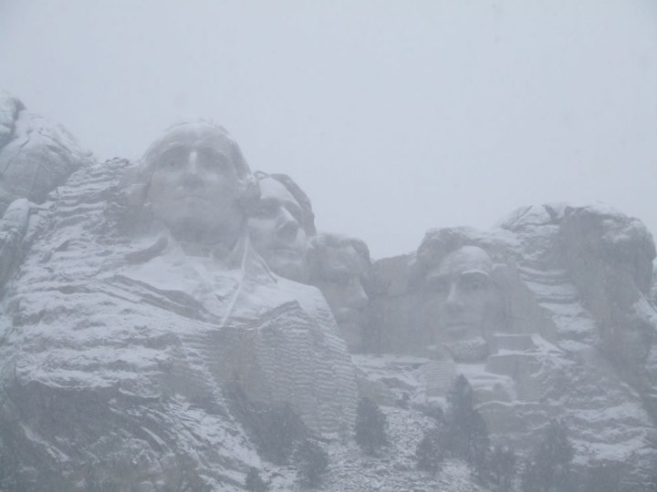 Mount-Rushmore-in-the-snow