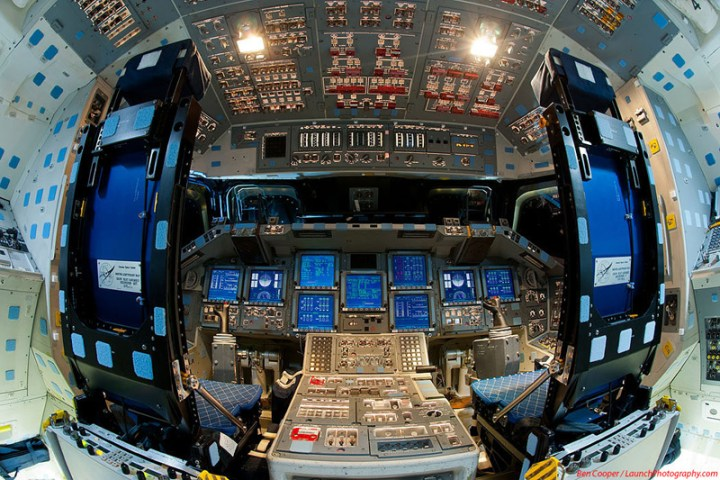 Endeavour_flight_deck_4
