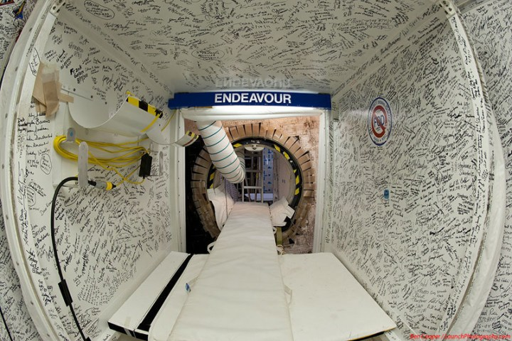 Endeavour_white_room_3