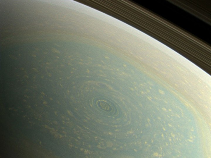 hurricane-at-saturns-north-pole-cassini-mission-2