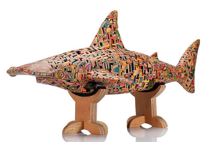 shark-sculpture-made-from-old-skateboard-decks-haroshi_3