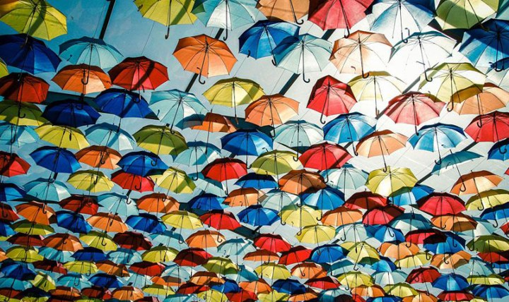 floating-umbrellas-agueda-portugal-2013-8