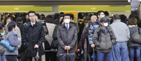 insane_photos_of_tokyo_commuters_09