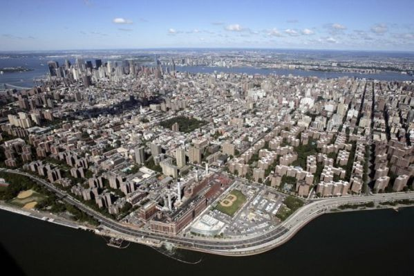 Aerial view of Manhattan looking south-w