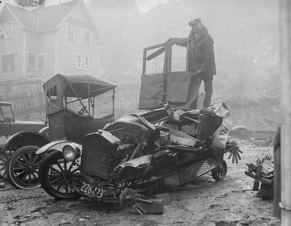 vintage-car-accidents-161