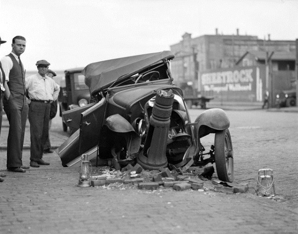 vintage-car-accidents-411