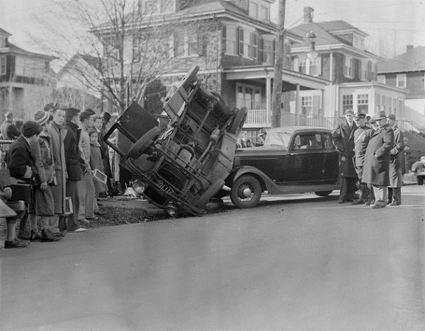 vintage-car-accidents-91