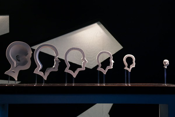 The-Hurwitz-Singularity-by-Jonty-Hurwitz,-,-as-part-of-Illusion-at-Science-Gallery-Dublin.-Image-by-Science-Gallery-(sciencegallery.com)-1