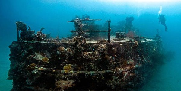 the_largest_graveyard_of_ships_in_the_world_01