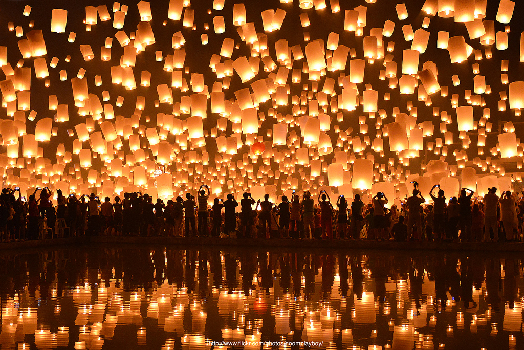 the stunning floating lantern festival in thailand that you must see