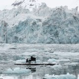 musician-plays-piano-in-the-middle-of-the-arctic-as-calving-glaciers-crash-behind-him-3