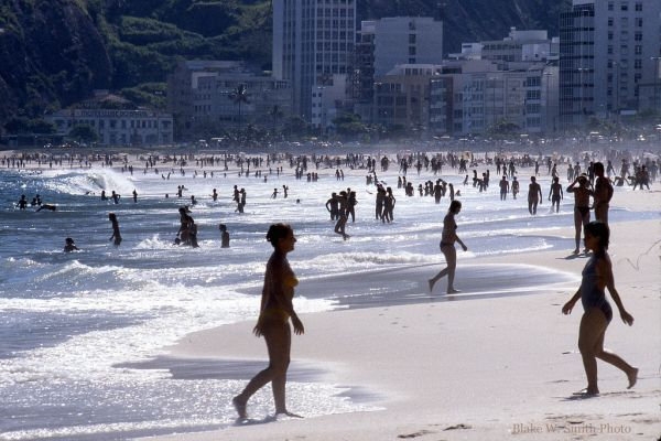 the Daily Life at the Rio Beaches in the late 1970s (5)