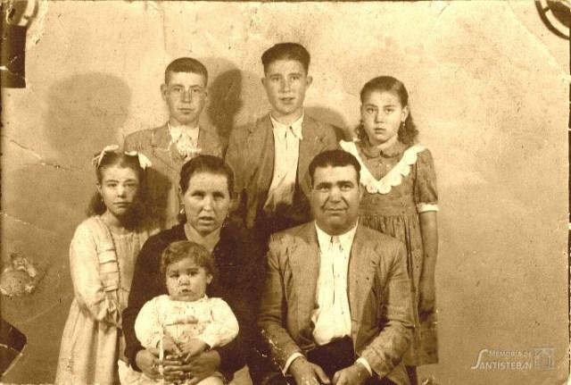 Familia Sánchez Caparrós - Foto del libro de familia