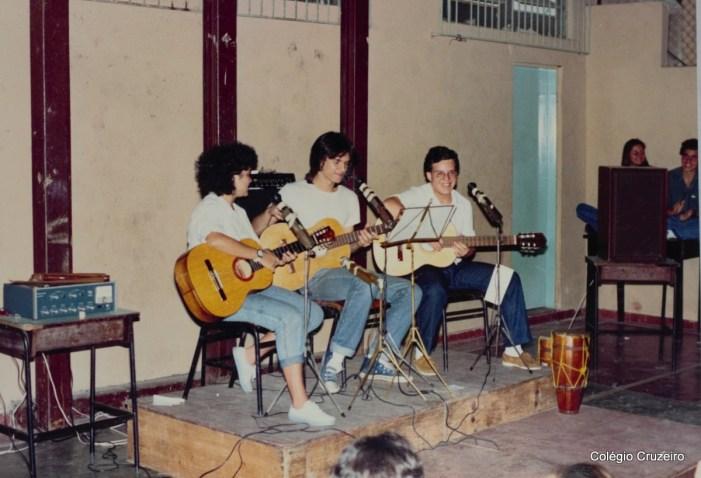 1987 - Apresentação de música