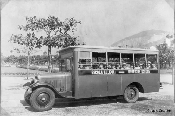 1931 - Passeio da Deutsche Schule no primeiro ônibus escolar