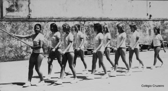 1971 - Desfile de bandeiras dos Jogos Olímpicos do Colégio Cruzeiro - Centro