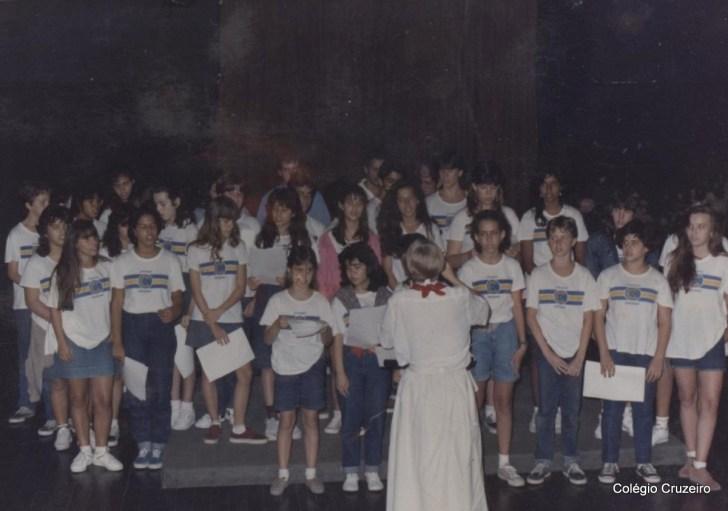 1990 - Coro Juvenil do Colégio Cruzeiro - Centro no Centro Cultural Calouste Gulbenkian