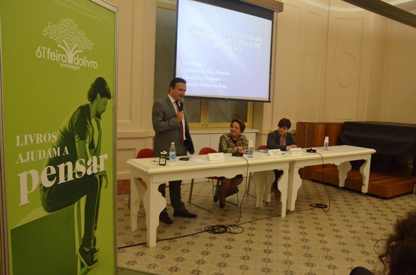 A Desembargadora Genacéia da Silva Alberton participou e coordenou o painel sobre a Mediação com a participação também do Advogado Conrado Paulino da Rosa e da Professora Cláudia Gay Barbedo, da UNIRITTER.
