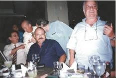 Da esquerda para a direita: Investigadores Pedrinho (Ex Chefe da DGP), Della Brida (ex Chefe do DEIC), Ciprino e Salim. Na esquerda ao fundo falando no telefone, Sérgio Vulcano.