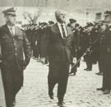 O governador Ademar de Barros passa em revista a Guarda Civil de São Paulo.