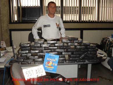 """Apreensão de grande quantidade de """"cocaina"""" no centro de Sao Paulo, em meados de 2.000. Participaram do trabalho, o então Delegado Titular da NAPE- DENARC, Paulo Fleury e os Investigadores Joca (chefe), Ismar, Lucio. Marcelinho. Foram presos dois colombianos e a droga estava no forro do teto de uma perua Doblo."""