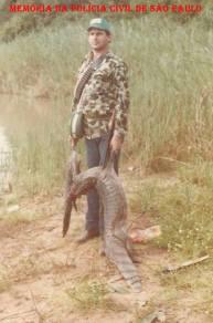 """Agente Policial """"Carijó"""", em pescaria no Mato Grosso, no ano de 1.982."""