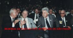 """Comitiva de Delegados de Polícia, em Brasília reividicando melhorias para a Polícia Civil, em 1.996. À partir de esquerda, os lendários Murilo Macedo Pereira """"Murilão"""" e Ary José Bauer """"in memorian""""; Carlos Noel de Mello e Djahy Tucci Junior."""