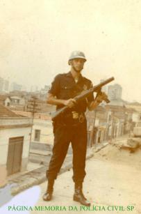 Policial do choque da extinta Guarda Civil do Estado de São Paulo, em fevereiro de 1.970.