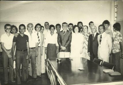 Posse do Delegado de Polícia Dr. Caçula como Seccional de São Sebastião - janeiro de 1979. Ao centro com terno escuro e gravata o Dr. Caçula e ao lado à direita o Investigador Alberto Teixeira).