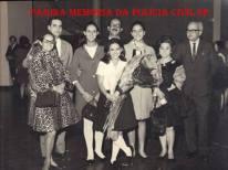 À direita, o saudoso Delegado de Polícia Coriolano Nogueira Cobra, na formatura de sua querida filha Teresa Cobra, na década de 70.