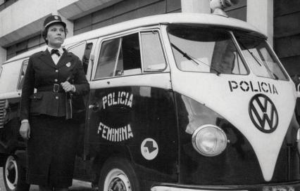 Viatura VW Kombi da extinta Polícia Feminina do Estado de São Paulo.