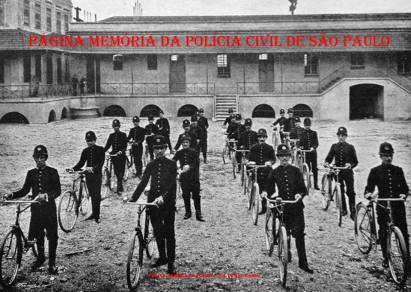 Guarda Cívica de São Paulo, substituída pela Extinta Guarda Civil do Estado de São Paulo, em 1.926, se preparando para o patrulhamento com bicicleta, no quartel do Parque D.Pedro II, foto de 1918.