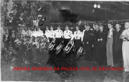 Motociclistas batedores da extinta Guarda Civil da Polícia do Estado de São Paulo, na Corrida de São Silvestre, em 1.952.