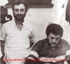 """Investigadores de Polícia Agnaldo Francisco Louzada """"Patinho, in memorian"""" e Santão, da Divisão de Entorpecentes do DEIC, na década de 80. (acervo do Escrivão/ Investigador Mandruca Filho)."""