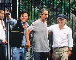 A esquerda Dr. Valdomiro Bueno, Delegado de Polícia Classe Especial, e ao lado o Investigador Oscar Matsuo. Foto sobre o esclarecimento do sequestro do empresario Abiilio Diniz em 1.989.