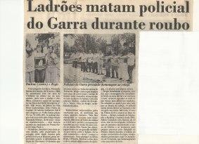 """Reportagem de 01/01/1.991. - Féretro do Investigador de Polícia Fernando Batista dos Santos, conhecido como """"Siri"""" do GARRA morto vitima de assalto no último dia do ano de 1.990."""