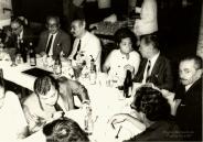 Delegado de Polícia Coriolano Nogueira Cobra (segundo de óculos ao fundo), em jantar com outros Delegados, na década de 70. (cedido pela filha Teresa Cobra).