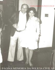 Investigador de Polícia Jacob Magidman e a comerciante Denise (amiga de muitos policiais da Velha Guarda), início da década de 80.