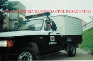 """Viatura de transporte de cadáveres, conhecido como """"Rabecão"""", A 20 do IML- Instituto Médico Legal, utilizado nos anos 90 e início dos anos 2.000. No volante o Policial Civil Marcio Alves da Silva."""