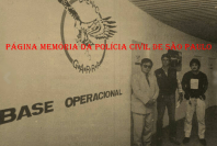 "Base Operacional do GARRA, em meados da década de 80. À esquerda, o saudoso Delegado Supervisor do GARRA Mitsuyui Taniguchi, ladeado pelos Investigadores Antônio Fernandes Martins ""Rambo"" e Hugo Hira. https://www.facebook.com/MemoriaDaPoliciaCivilDoEstadoDeSaoPaulo/photos/a.299433930179185.68692.282332015222710/1069873523135218/?type=3&theater"