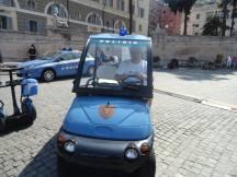Delegado de Polícia Titular da Delegacia do Jardim Casqueiro- DEINTER 6, Paulo Roberto de Queiroz Motta, a bordo de viatura da Polizia di Stato, em maio de 2.012. — em Roma.