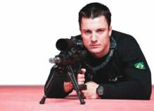 Élcio Mello Junior, investigador do Serviços de Operações Especiais DHPP (São Paulo), é destaque entre os policiais de elite brasileiros. Em 2009, o policial venceu o Swat Round-Up International, uma das mais importantes competições entre policiais especiais do mundo inteiro. Realizada em Orlando, nos Estados Unidos, a prova teve sua edição 2010 realizada no início de Novembro. Élcio subiu ao pódio, desta vez em terceiro lugar, mas sagrou-se campeão na prova de força. Superar quase 550 profissionais do FBI, da NASA, da Swat americana e da polícia de elite de países como Hungria, Jamaica, Alemanha, Canadá e Kuwait é um verdadeiro feito para um policial brasileiro.