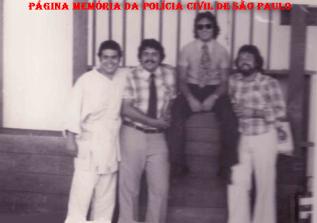 Alunos do Curso de Formação Técnico Profissional para Investigador de polícia, em 1.975. à partir da esquerda Luiz Spinola, (?), (?) e Luiz Carlos de Oliveira (hoje Delegado de Polícia no Estado do Parana).