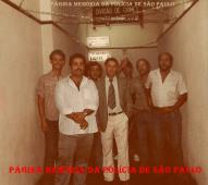 """Equipe """"C"""" da Antiga Delegacia de Homicidios, da DISCCP- Divisão de Crimes Contra a Pessoa do DEIC, no início da década de 80. À partir da esquerda, Investigadores Richard e Mário Limberto, Altoé; Delegado Osvaldo M. Garcia; Escrivão Edmundo; Investigadores Asprino e Soares."""