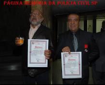 Investigadores de Polícia Dorival Candel e Osvaldo Jose Dos Santos recebendo o Diploma e Medalha Cidadão Policial, homenagem feita pela ROTA aos veteranos da corporação.