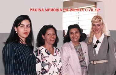 Inauguração da DDM- Delegacia de Defesa da Mulher de Atibaia, em 1.995/96. À partir da esquerda, Delegada Silvana Ferreira, Investigadora Nerei Buttes, Perita Criminal Luiza e Delegada Cláudia Ferro Tucci.