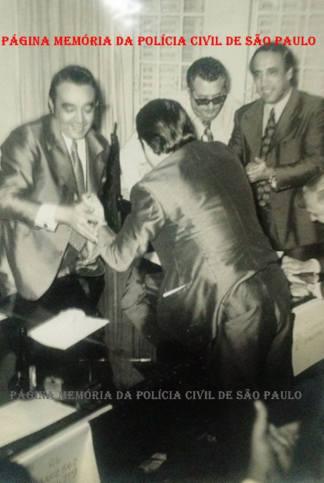 """Eleição na AFPCESP- Associação dos Funcionários da Polícia Civil do Estado de São Paulo, em 1.965. À esquerda, o então Investigador Getúlio Paello Prado """"in memoriam"""", que depois fez uma brilhante carreira também como Delegado, eleito Presidente, tendo ao lado o Investigador Alvaro Merendas."""